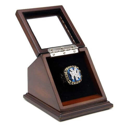 MLB 1977 New York Yankees World Series Championship Replica Fan Ring with Wooden Display Case