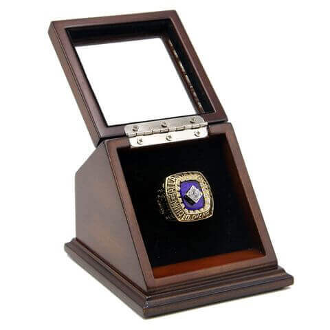 MLB 1995 Atlanta Braves World Series Championship Replica Fan Ring with Wooden Display Case