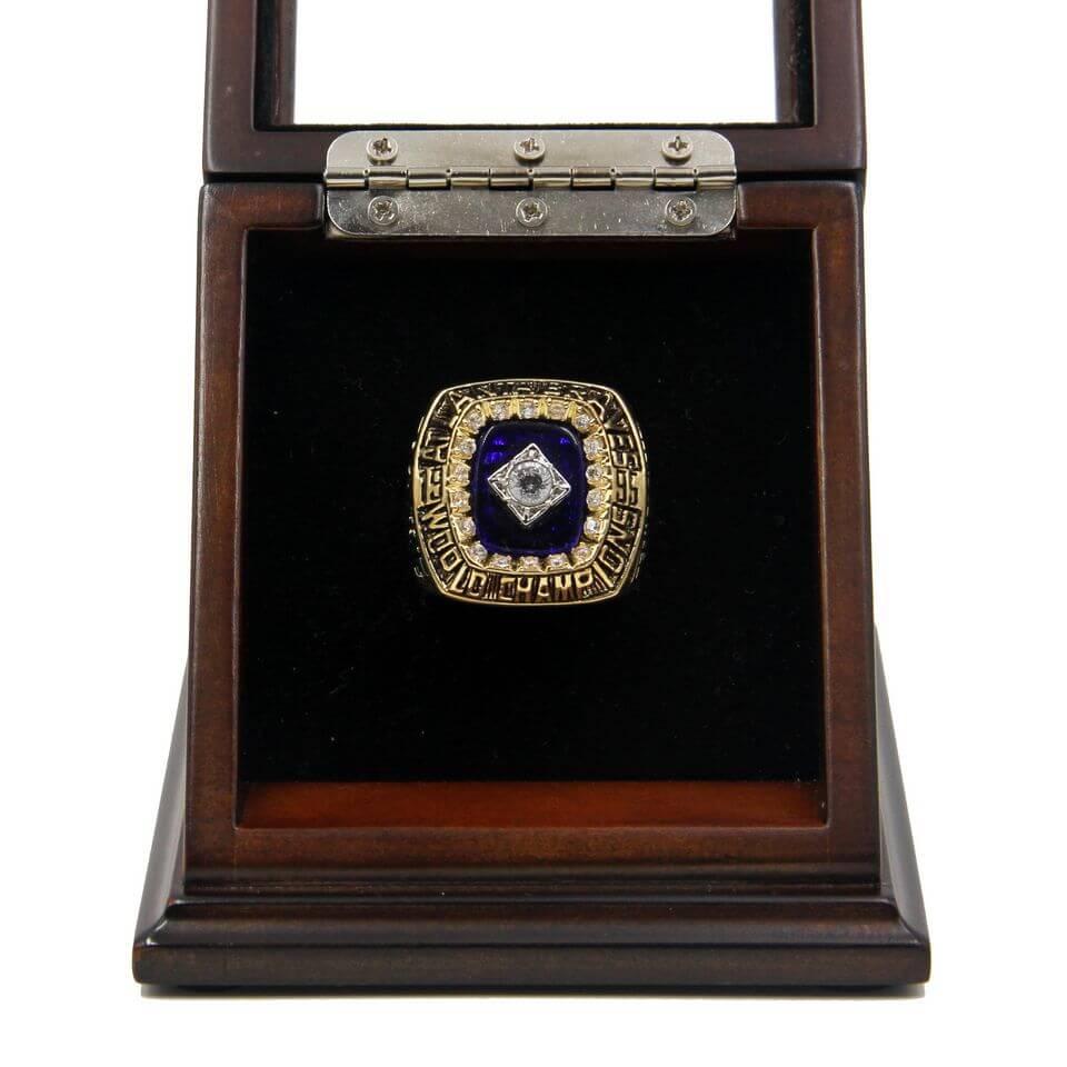 MLB 1995 Atlanta Braves World Series Championship Replica Ring